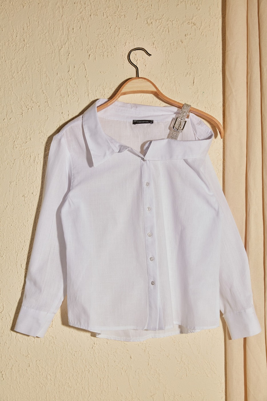 Trendyol White Hanger Detailed Asymmetric Shirt