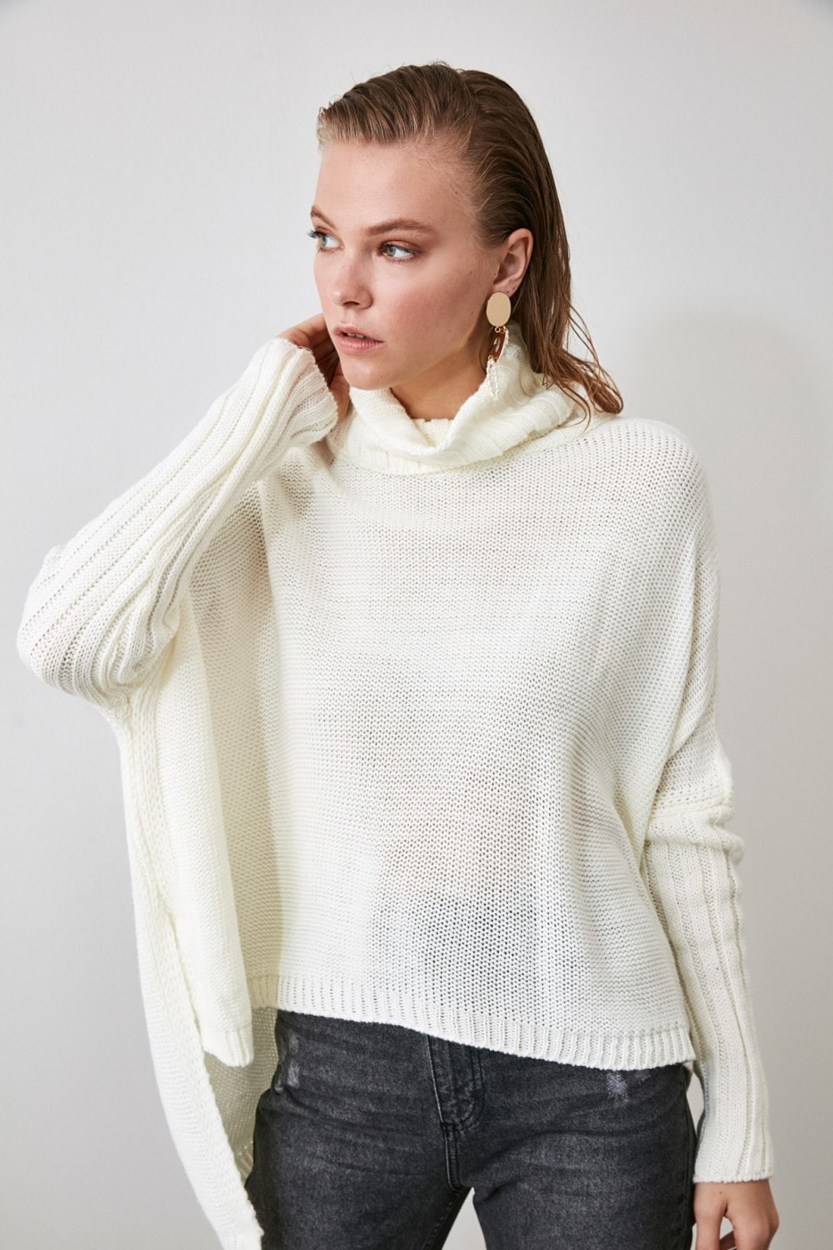 Trendyol Ekru Asymmetric Knit Sweater