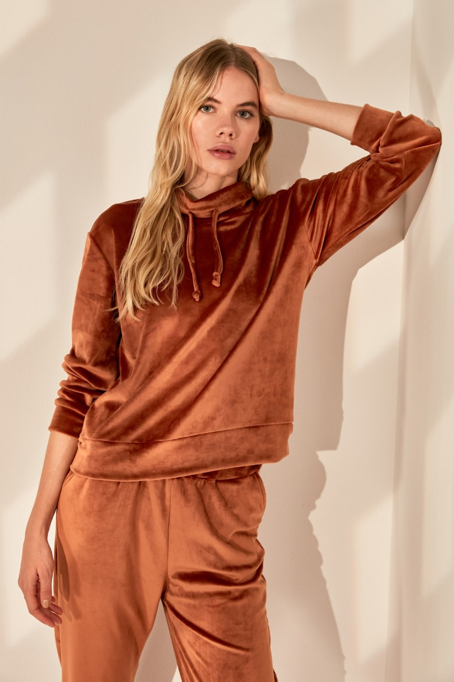 Trendyol Cinnamon Velvet Steep Collar Basic Knitted Sweatshirt
