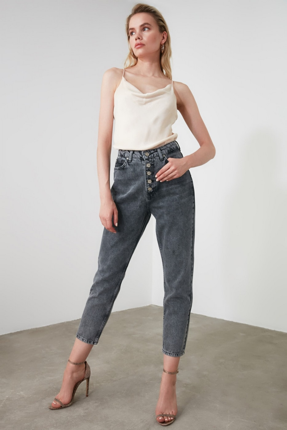Trendyol Anthracite Front ButtonEd High Waist Mom Jeans