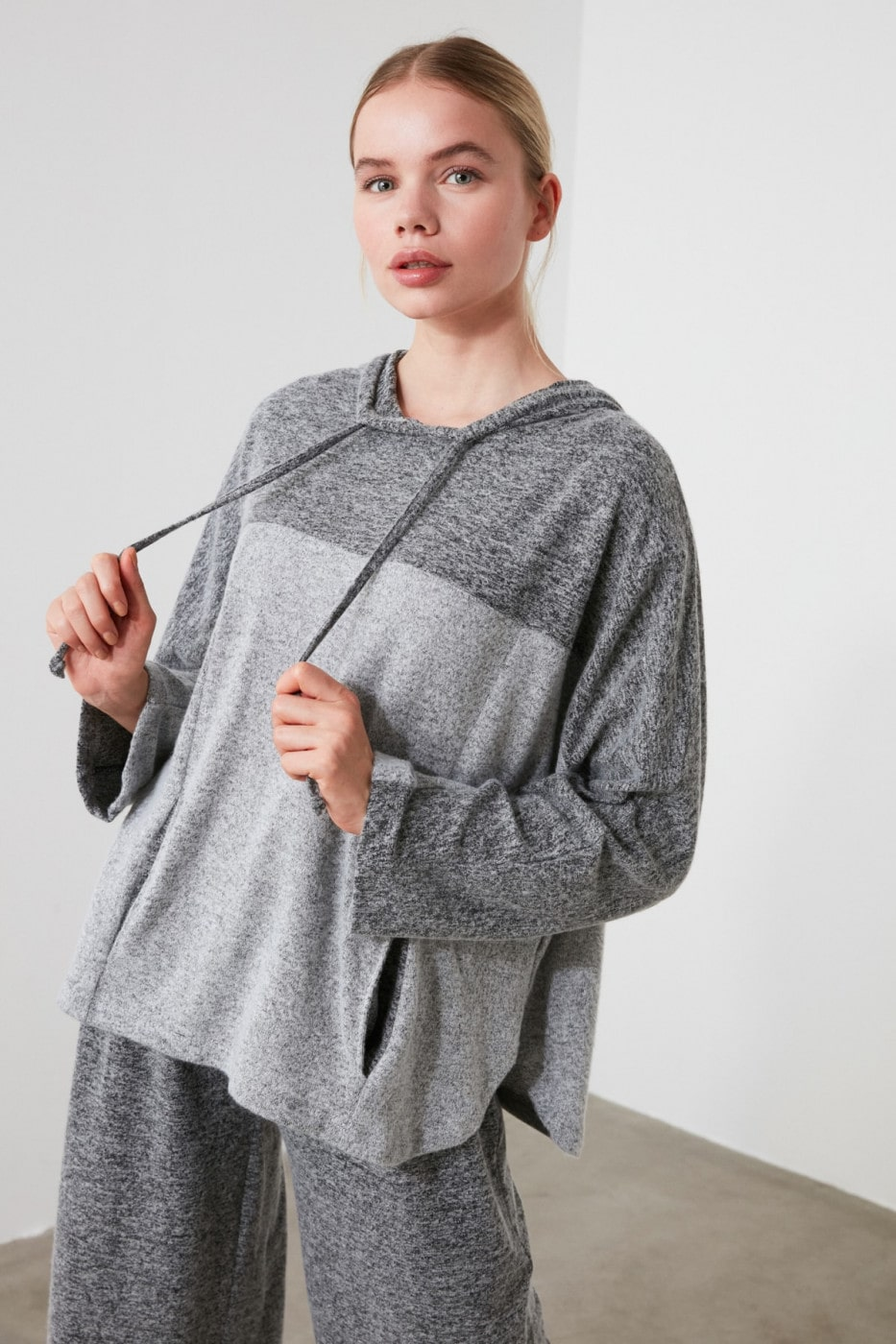 Trendyol Sports Sweatshirt WITH Gray Block