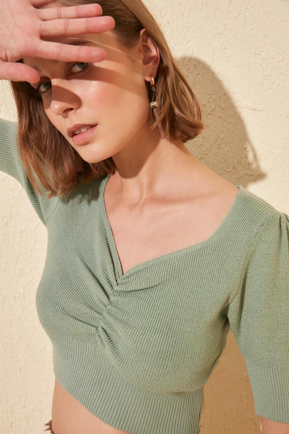 Trendyol Mint Crop Knit Sweater