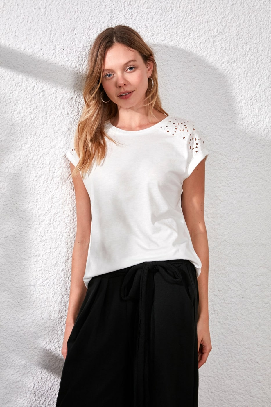 Women's T-shirt Trendyol Lace detailed