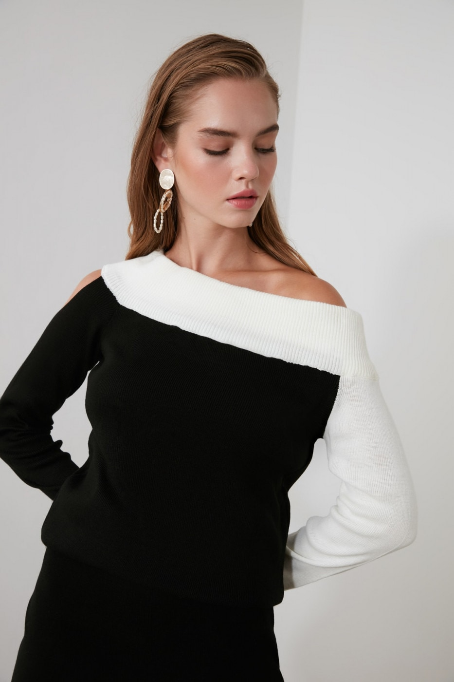 Trendyol One Shoulder Knit Sweater with Black Block
