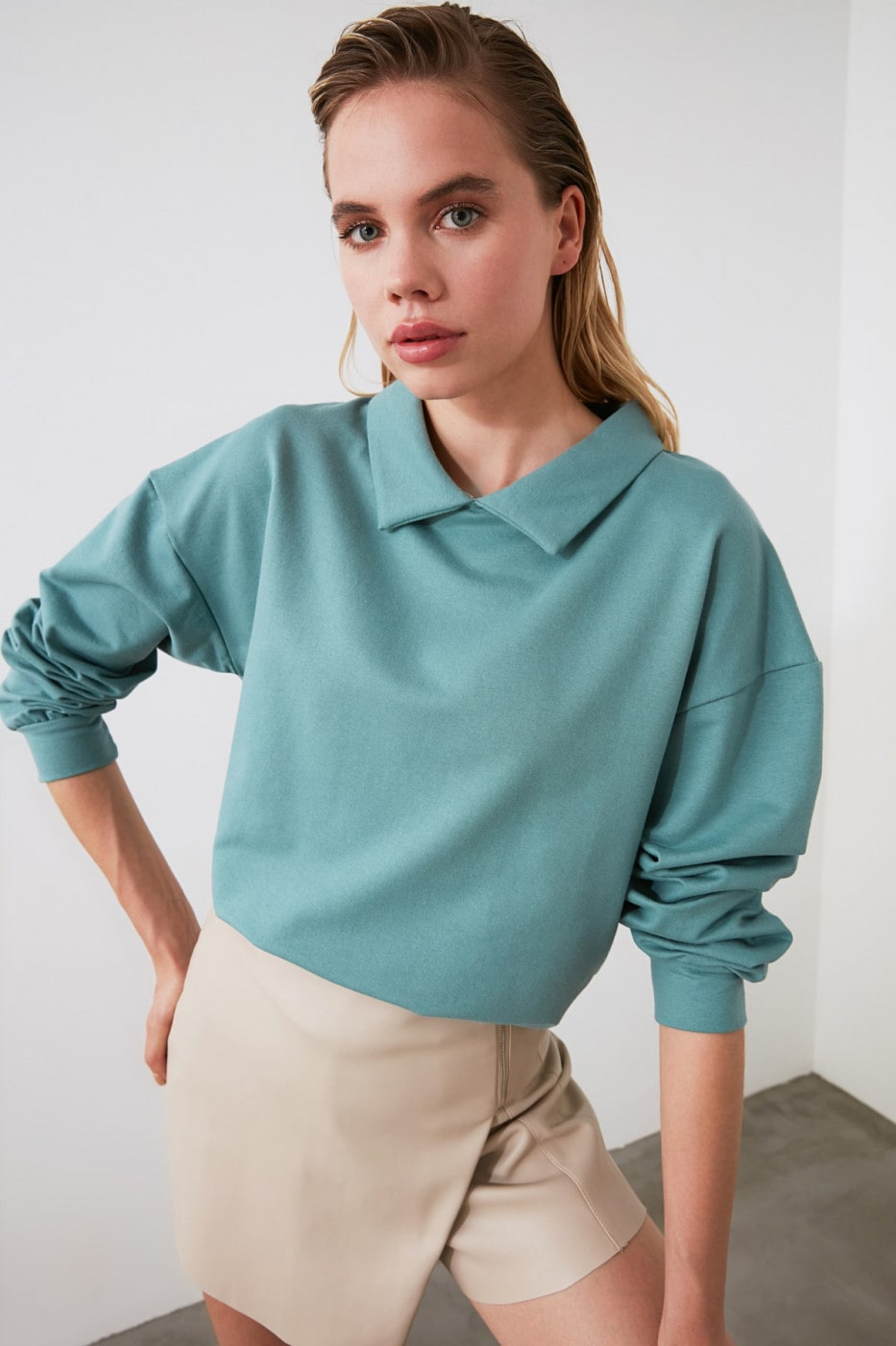 Trendyol Mint Shirt Collar Basic Knitted Sweatshirt