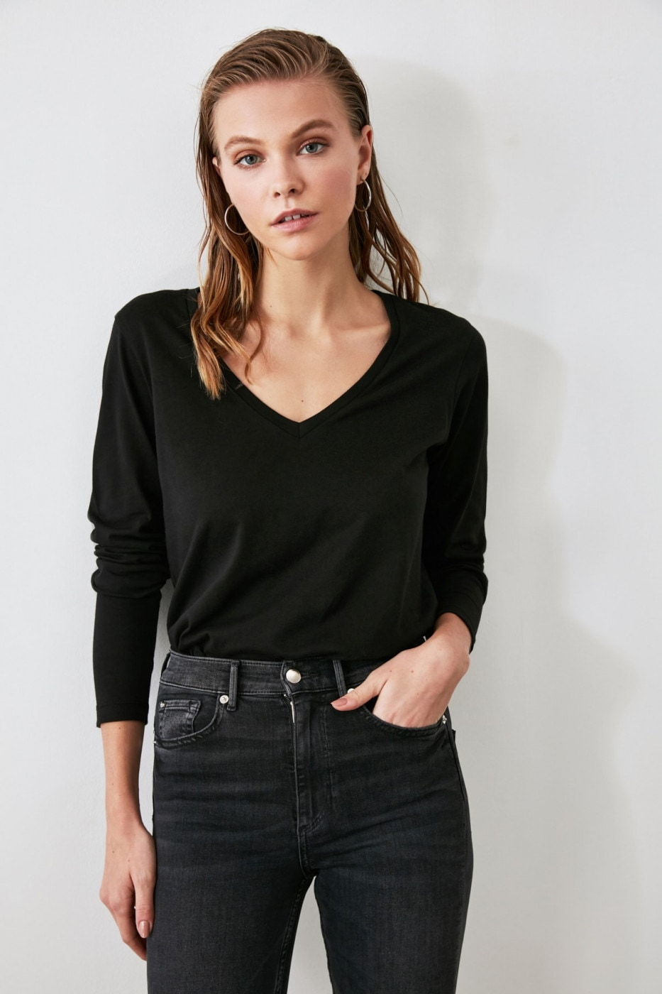 Trendyol Black Long Sleeve V Collar Basic Knitted T-Shirt