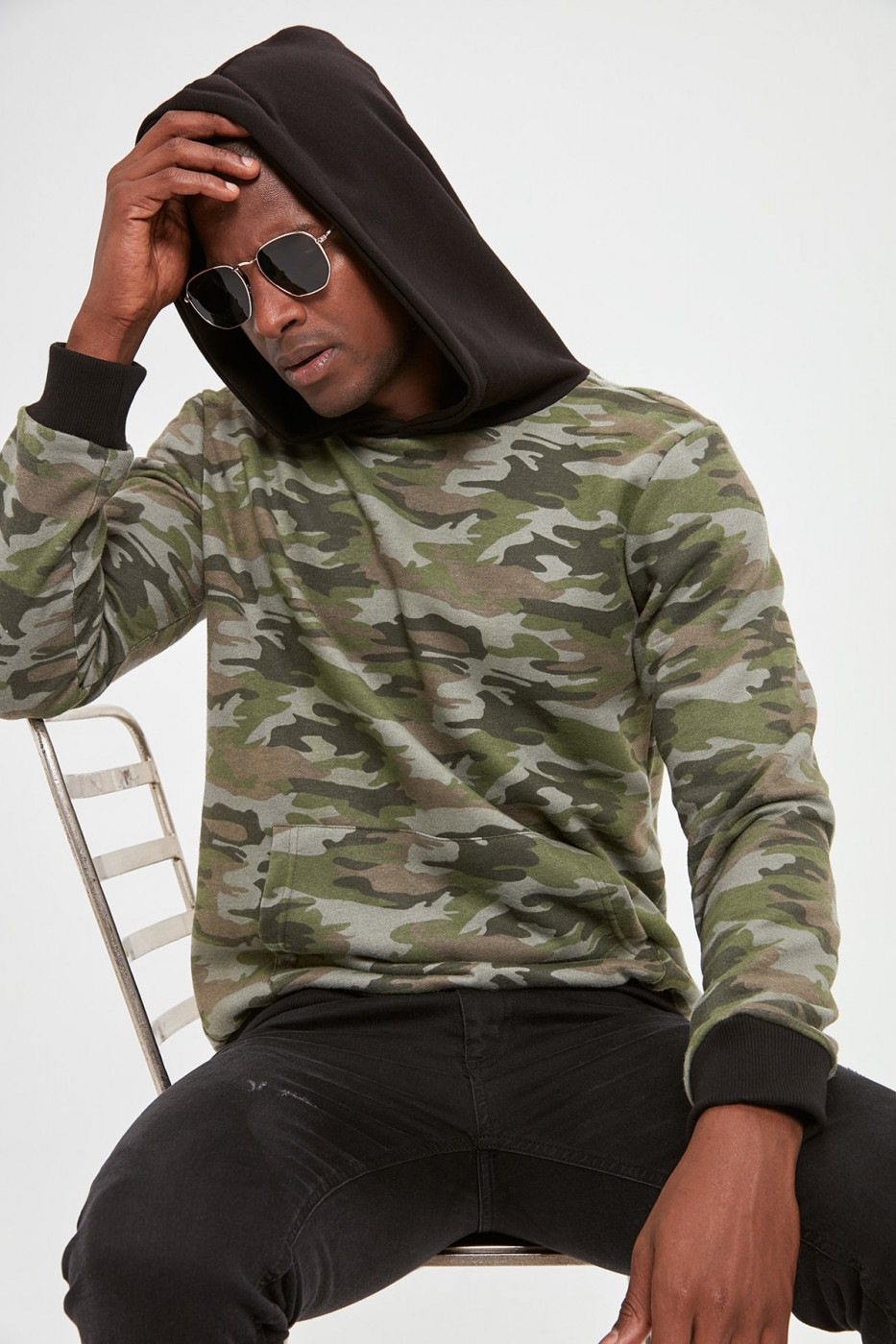 Trendyol Black Male Kangaroo Pocket Hooded Camouflage Sweatshirt
