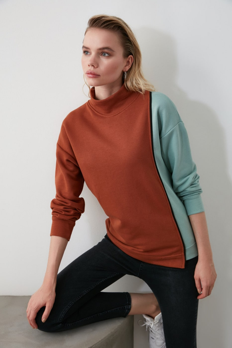 Trendyol Cinnamon Color Block Edifying Basic Knitted Sweatshirt