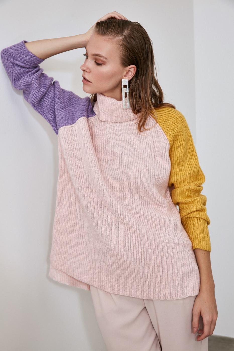 Trendyol PowderEd Turtleneck Color BlockKriko Sweater