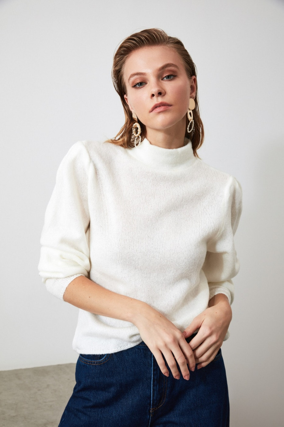 Trendyol Ekru Upright Collar Handle Plili Knit Sweater