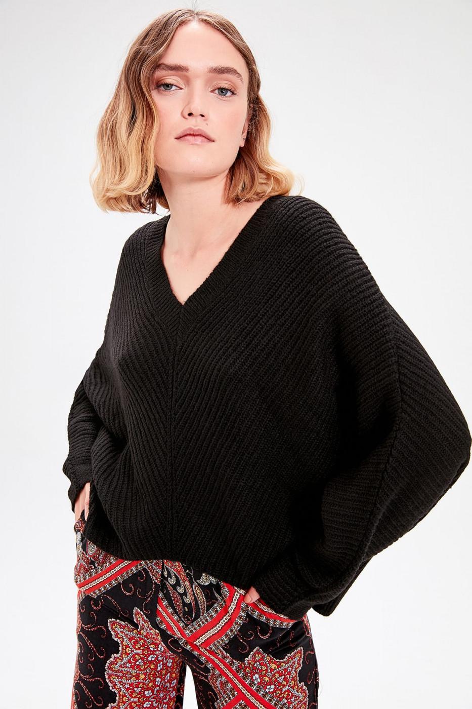 Trendyol Black Bat Sleeve Knitwear Sweater