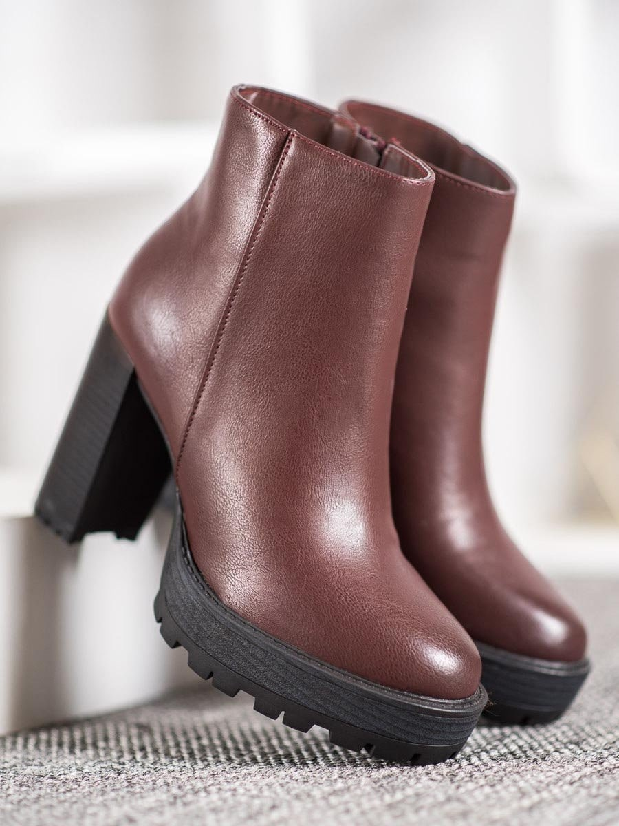 SMALL SWAN BROWN BOOTIES ON THE PLATFORM