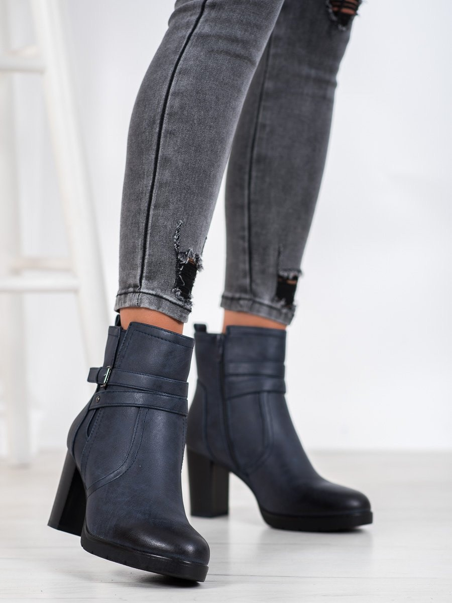 J. STAR CASUAL ANKLE BOOTS ON THE POST