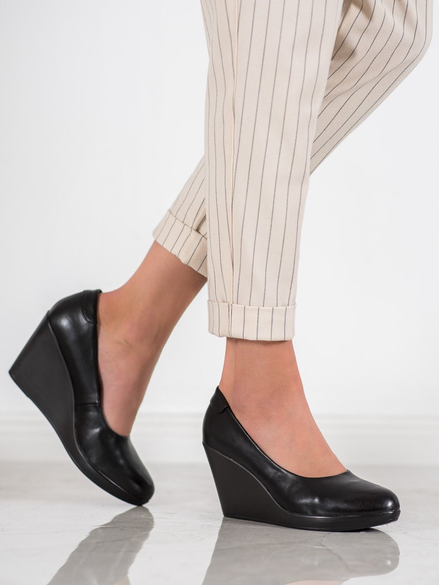 J. STAR CLASSIC PUMPS ON THE COUD