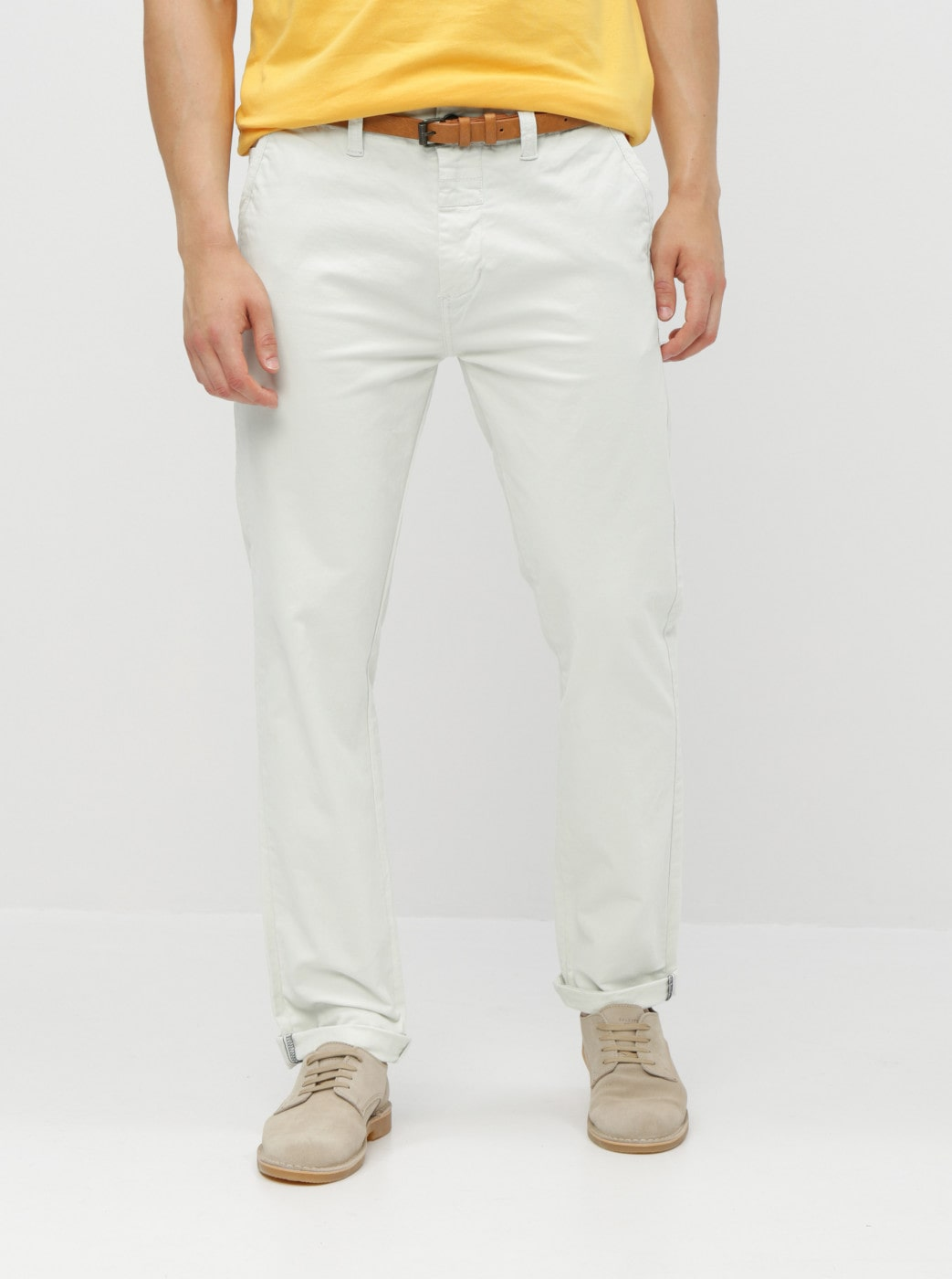 Cream chino pants with a dstrezzed presley belt