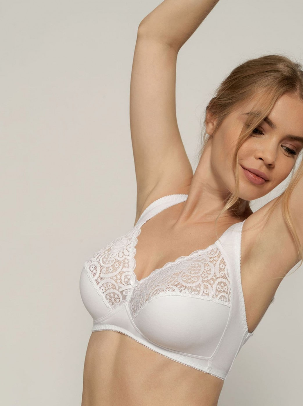 Dorina Georgina's white bra with lace