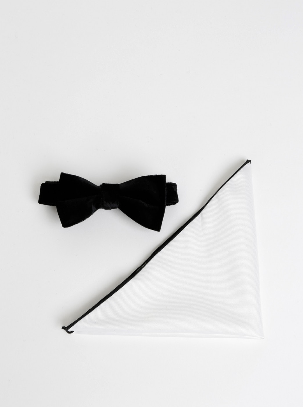 Black Velvet Bow Tie with Admixture Silk with White Handkerchiefs Selected By Homme Nicholas