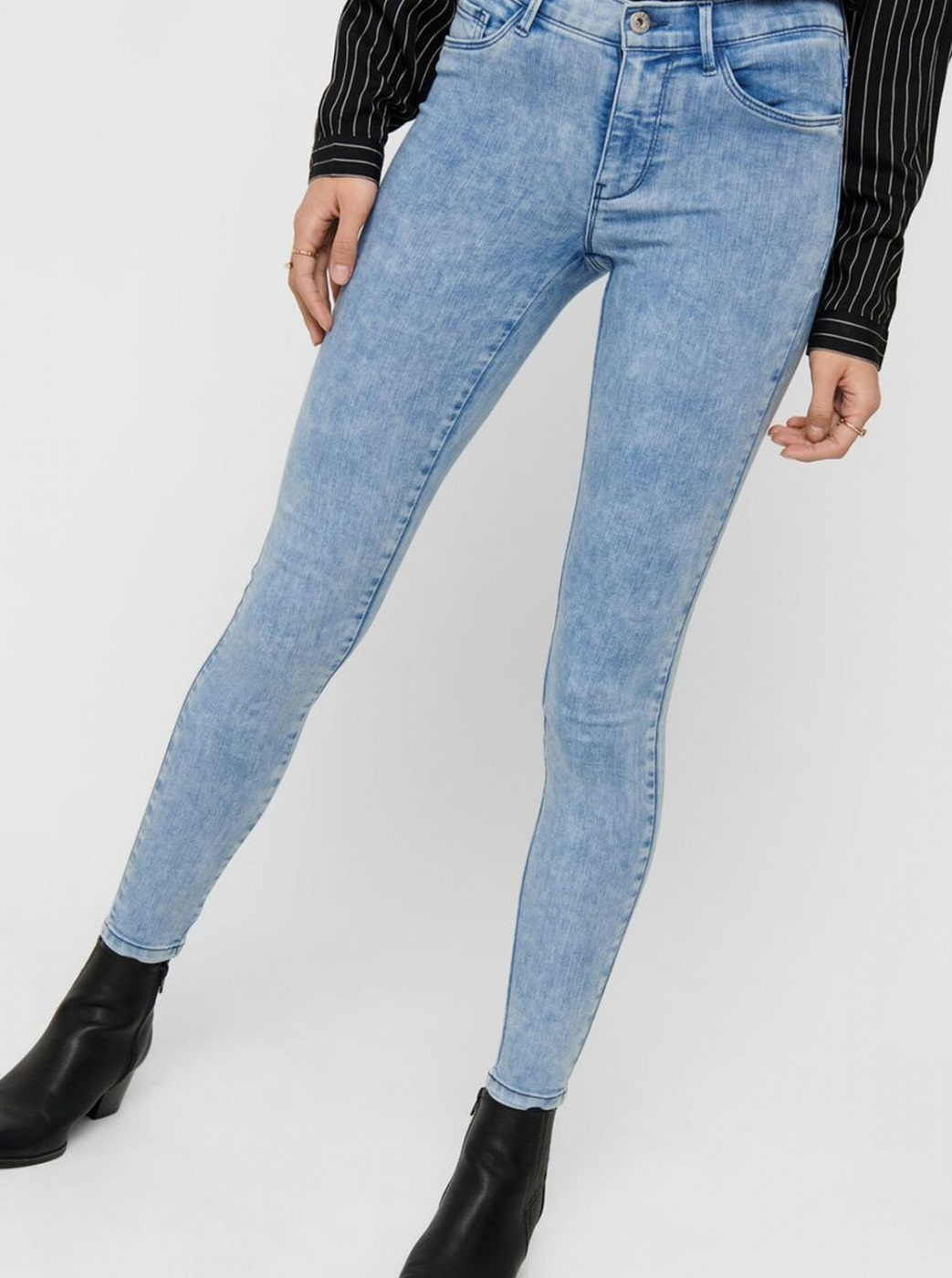 Light Blue Shortened Skinny Fit Jeans ONLY Rain