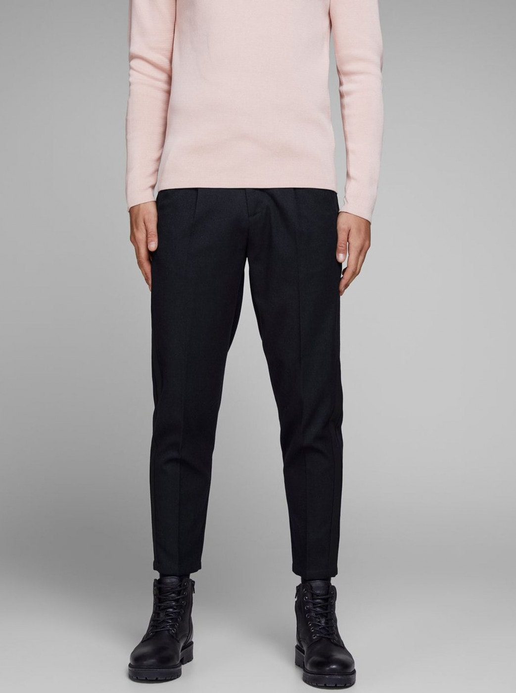 Dark blue cropped trousers with Jack & Jones Ace lamp