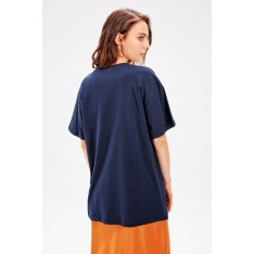 Trendyol Basic Knitted T-shirt WITH Navy Blue Embroidery