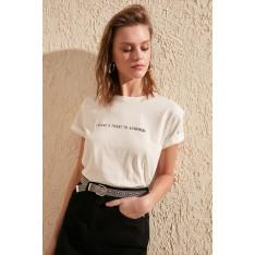 Moteriški marškinėliai Trendyol White Printed Semi-Fitted Knitted