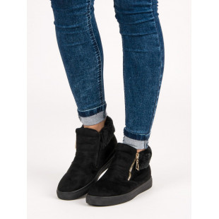 SPORT BLACK SNEAKERS ON THE ANKLE