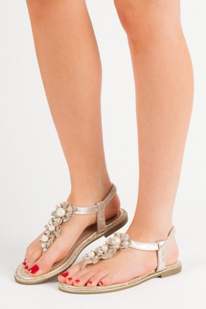 COMER SANDALS WITH BEADS