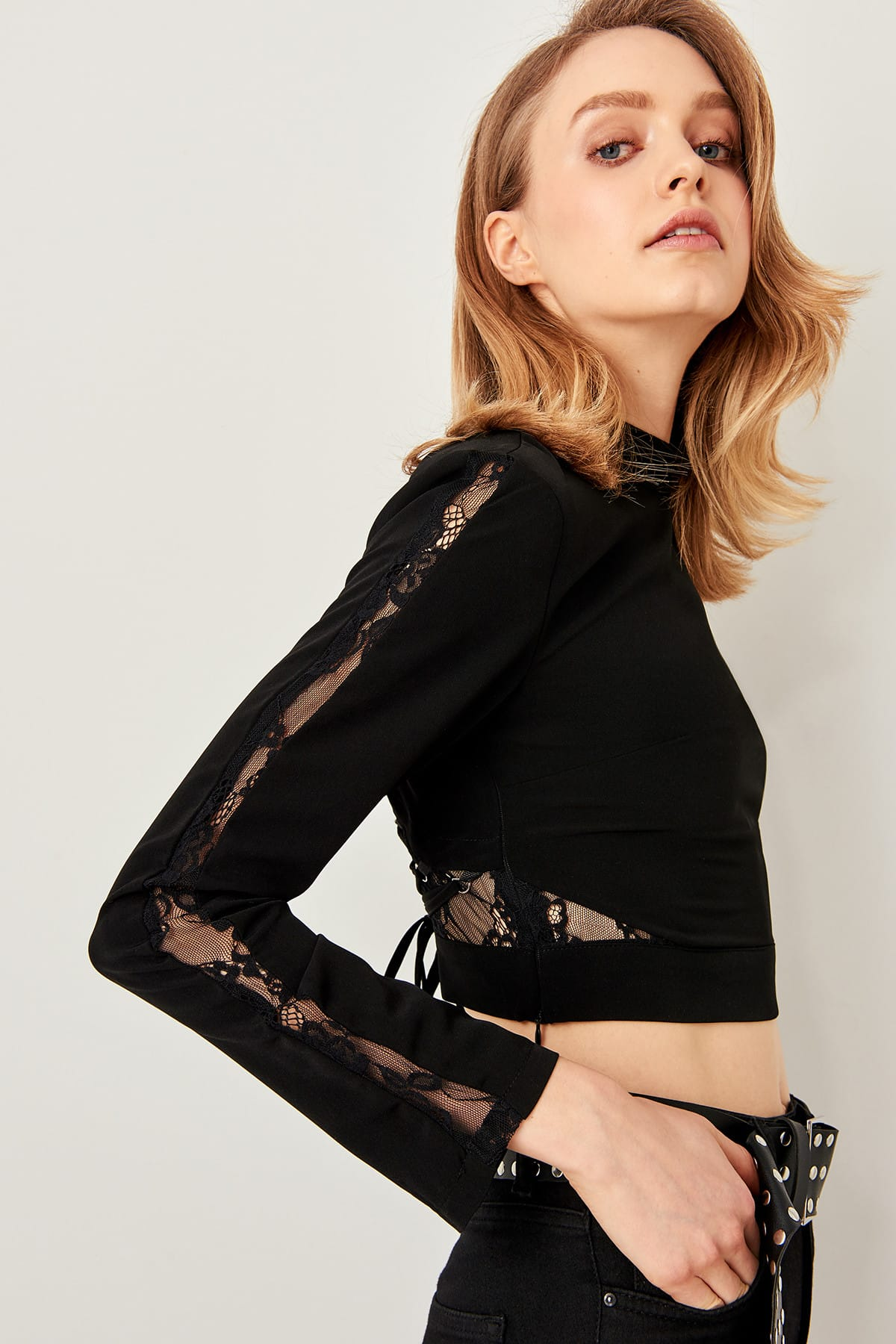 Trendyol Black Bird's eye on his back and Lace Detailed Blouse