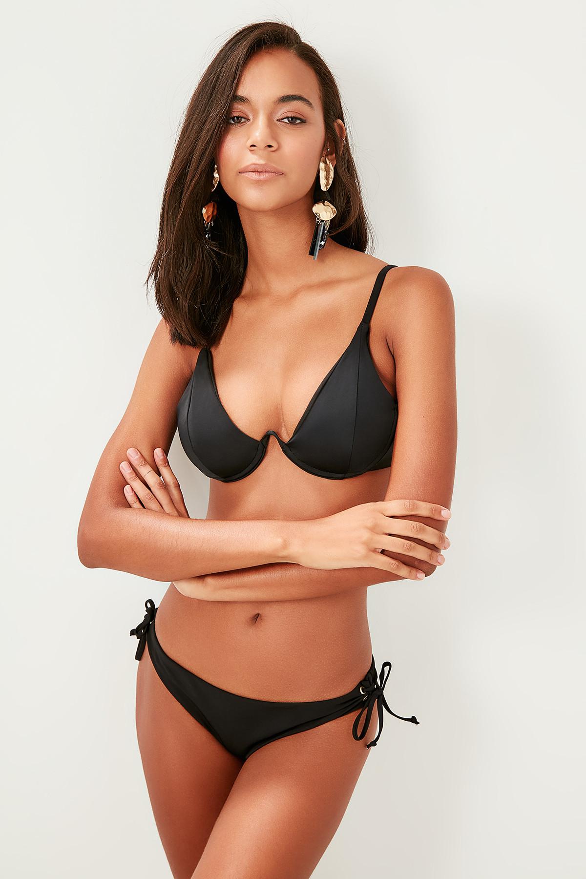 Trendyol Black Bird's eye accessories detailed Bikini bottom