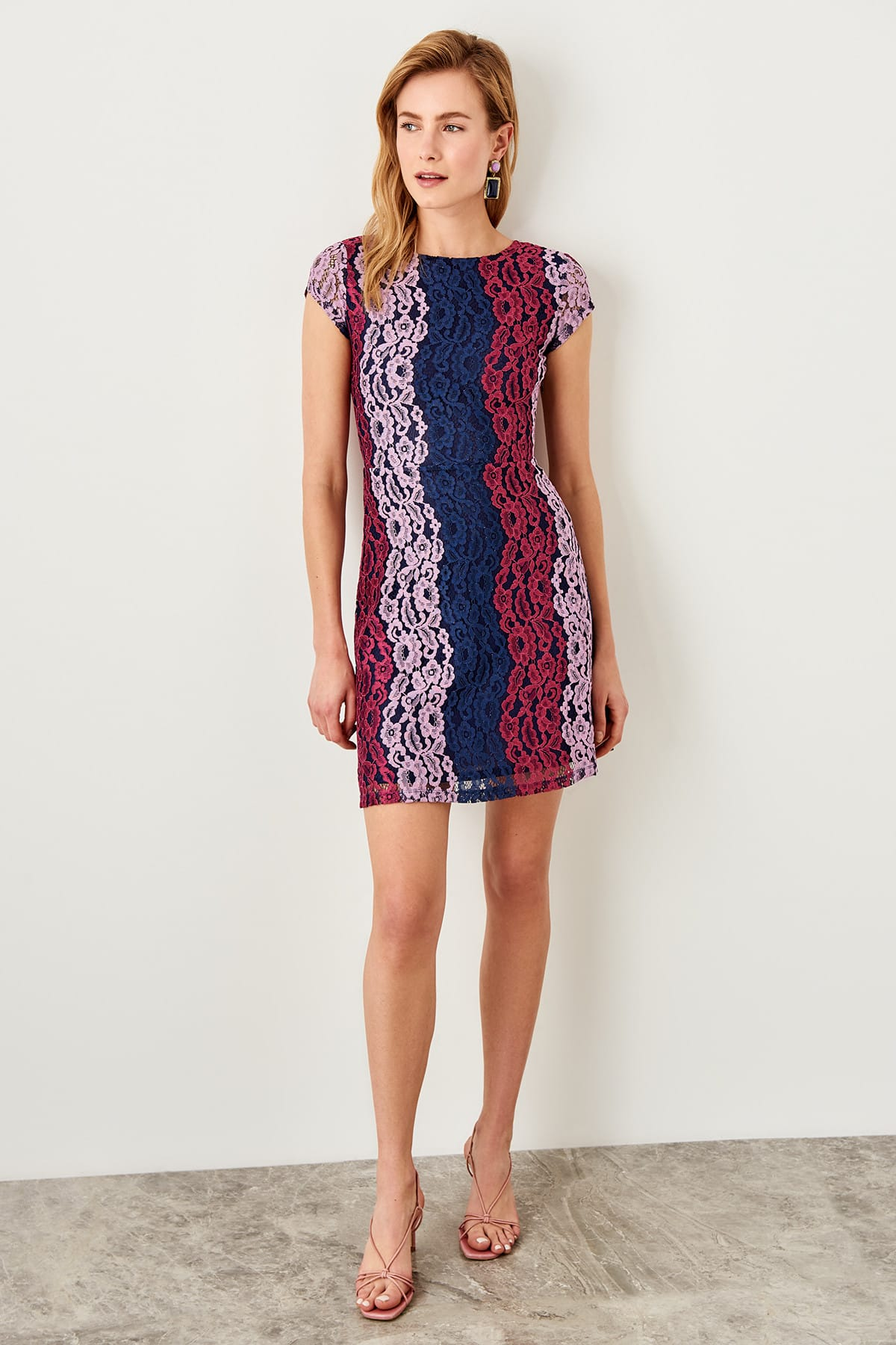 Trendyol dámske čipkované šaty