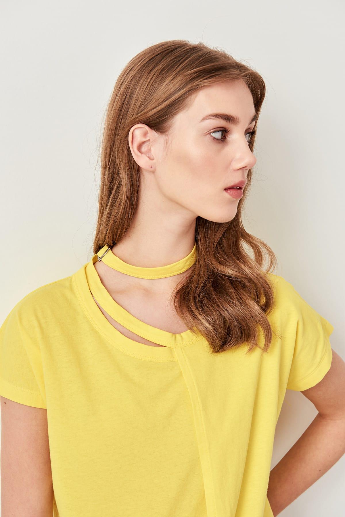 Trendyol Yellow Buckle Detailed Knitting t-shirt