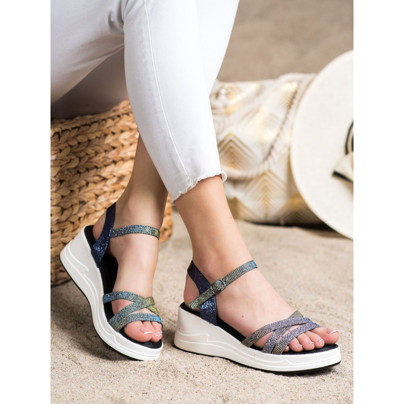 SMALL SWAN GLITTER SANDALS ON THE WED