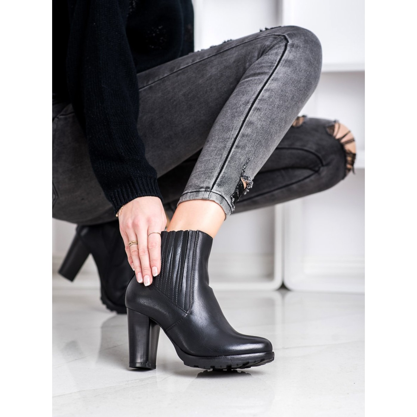 SUPER MODE BLACK BOOTIES ON THE POST