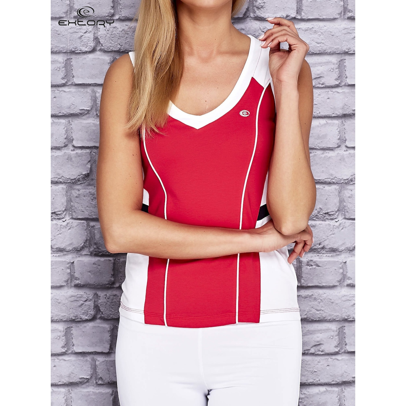 Women´s pink and white sports top with a print on the back