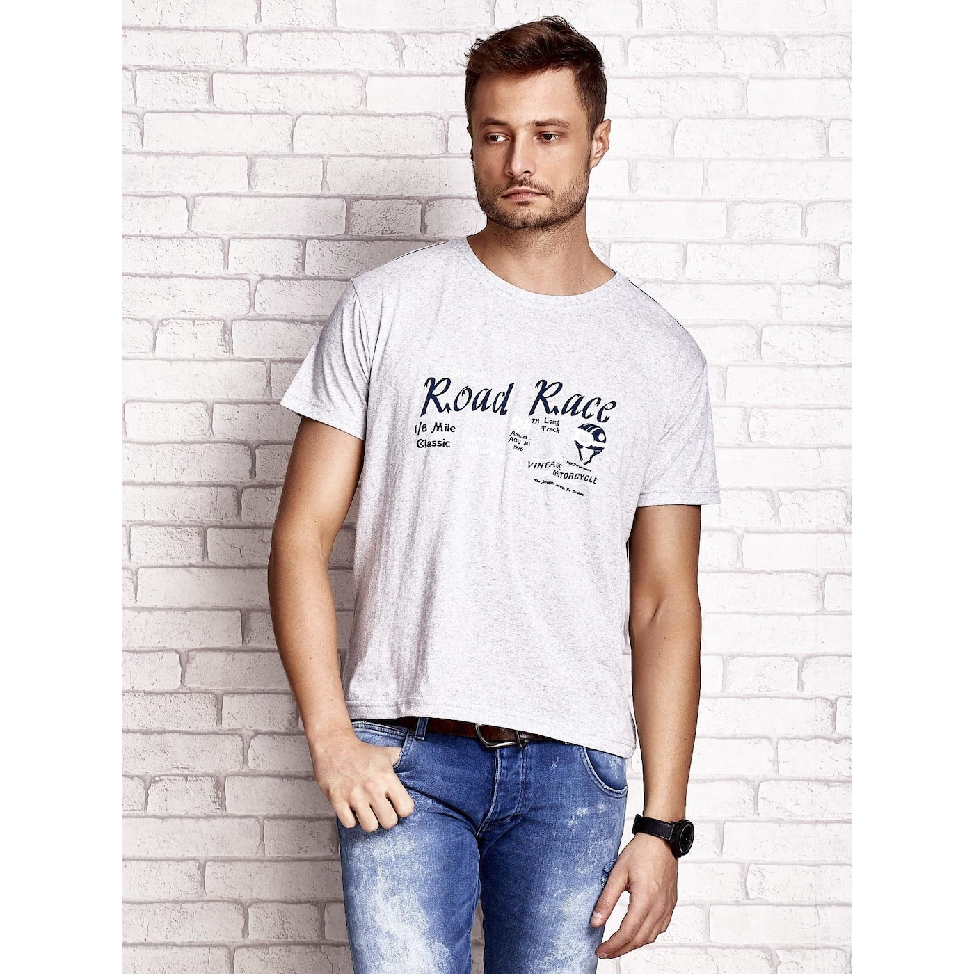 Gray men´s t-shirt with the racing word ROAD RACE