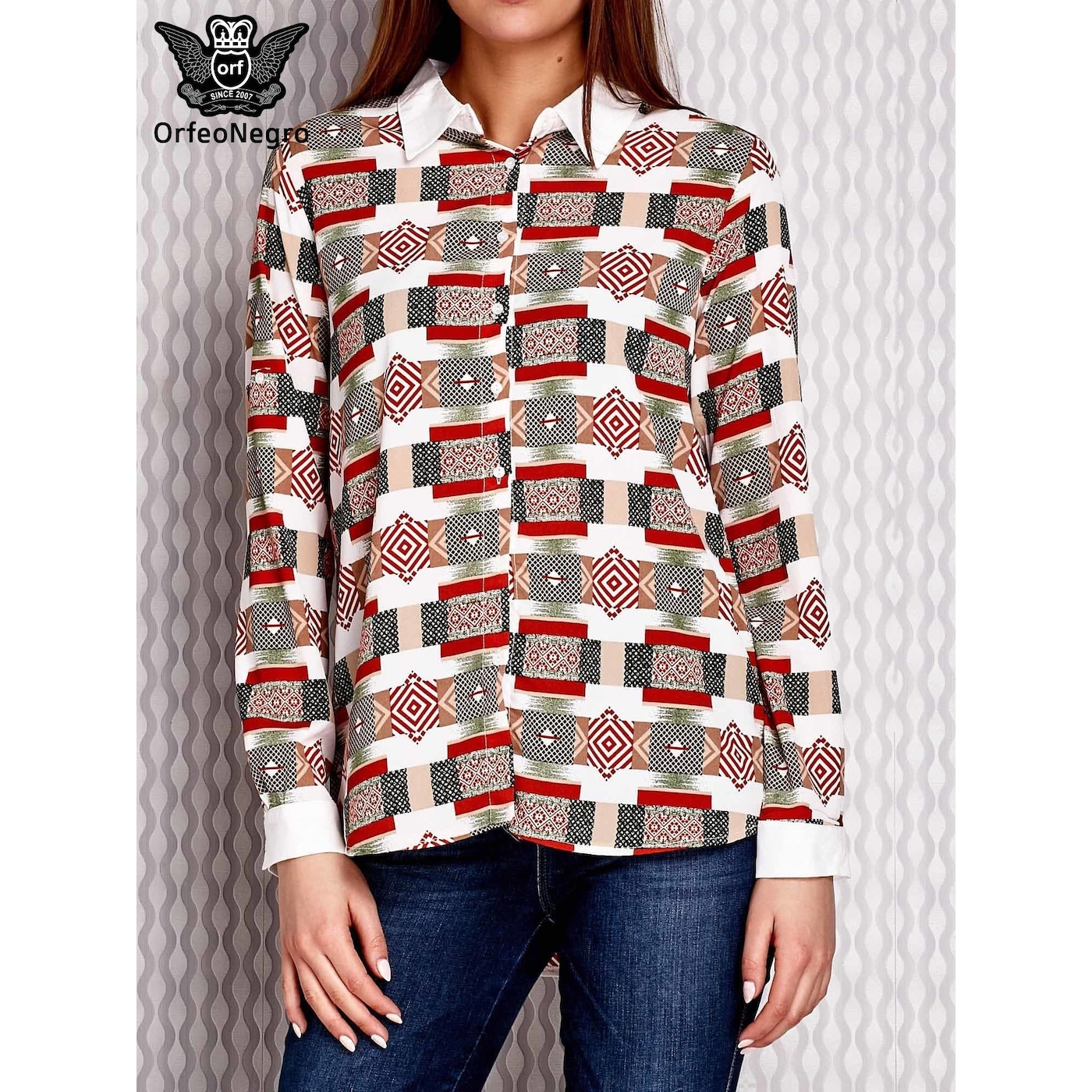 Levně A brown and salmon patterned shirt with rolled-up sleeves