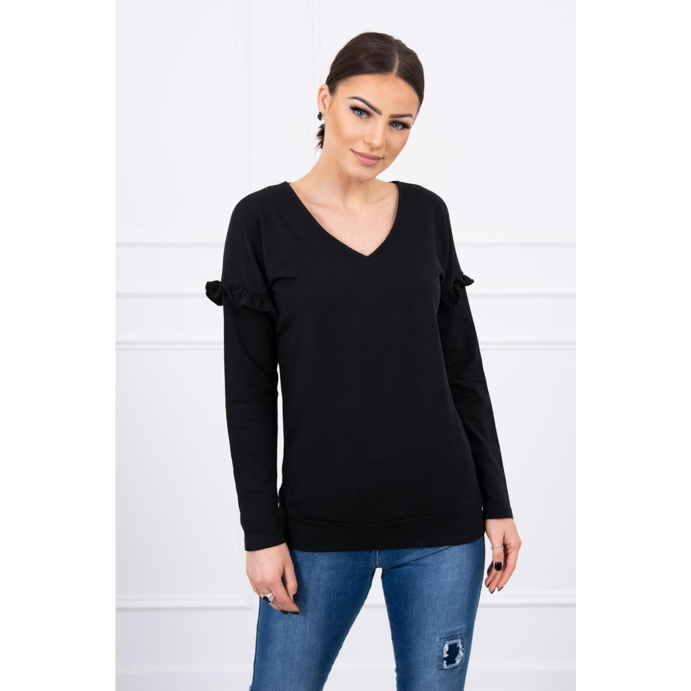 Blouse with a frill on the sleeve black