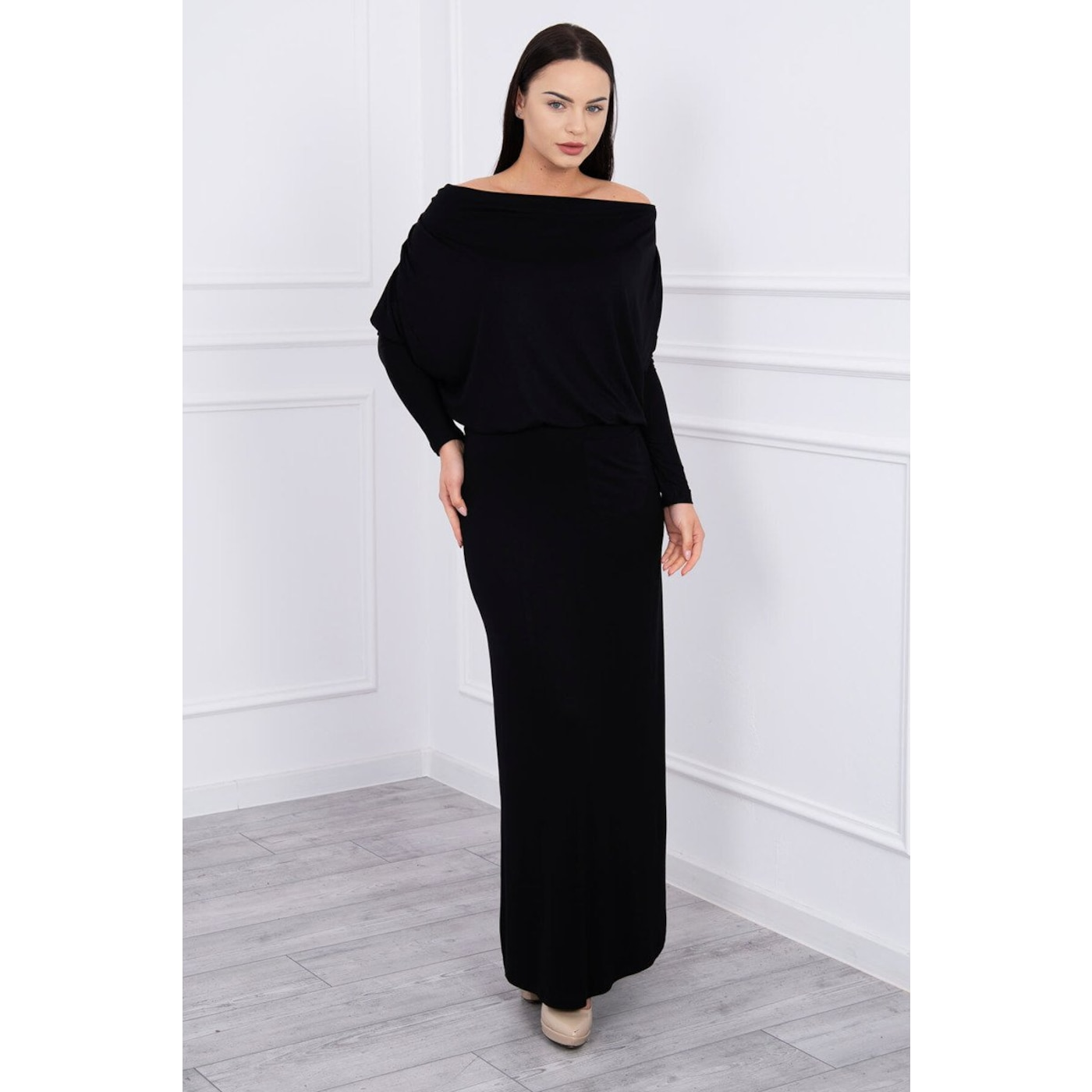 Dress with water in the neckline black