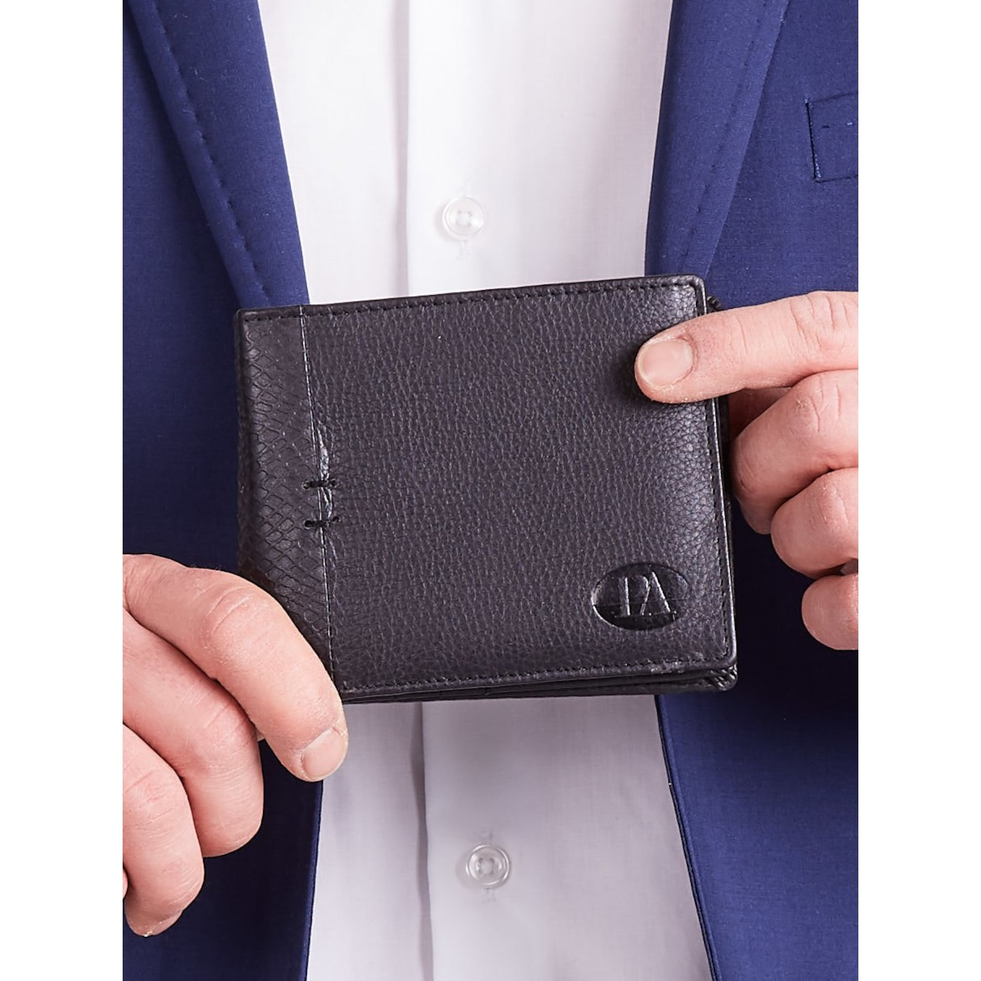 Men´s horizontal leather wallet without a fastener, black