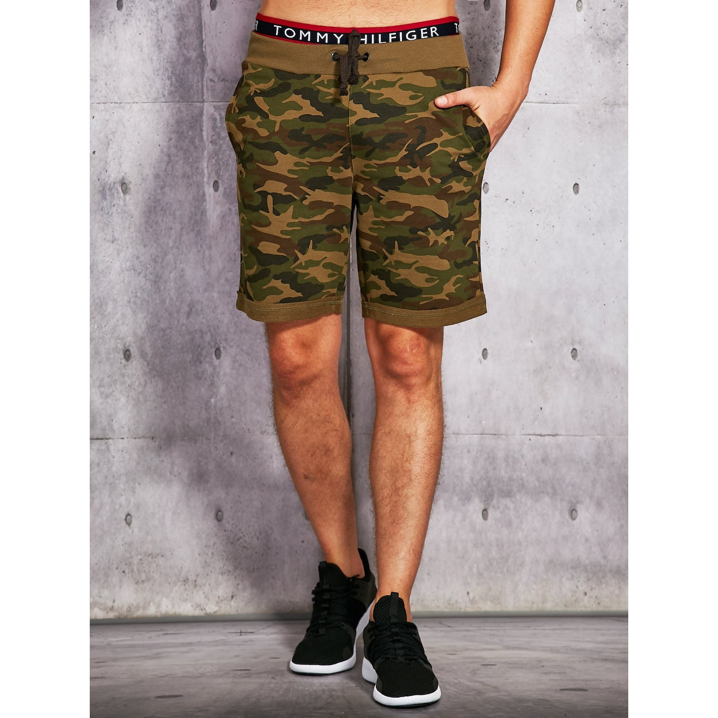 Men´s shorts in a military green pattern