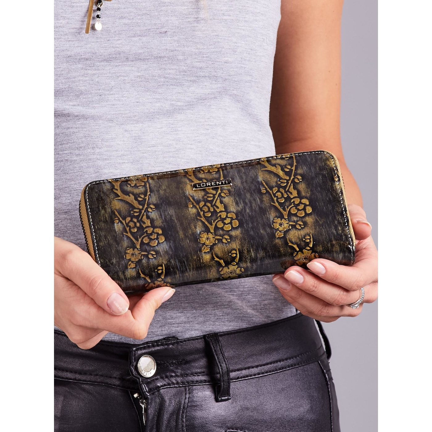 Women´s gold lacquered leather wallet