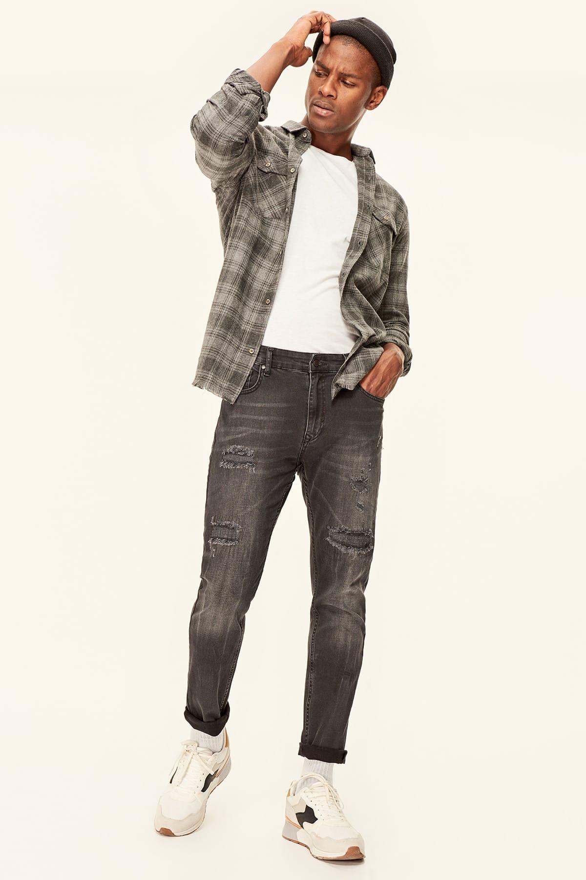 Trendyol Black Destroylu Zigzag Stitched Tapared Fit Jean