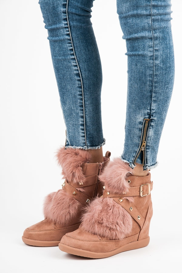 SNEAKERY WITH FUR