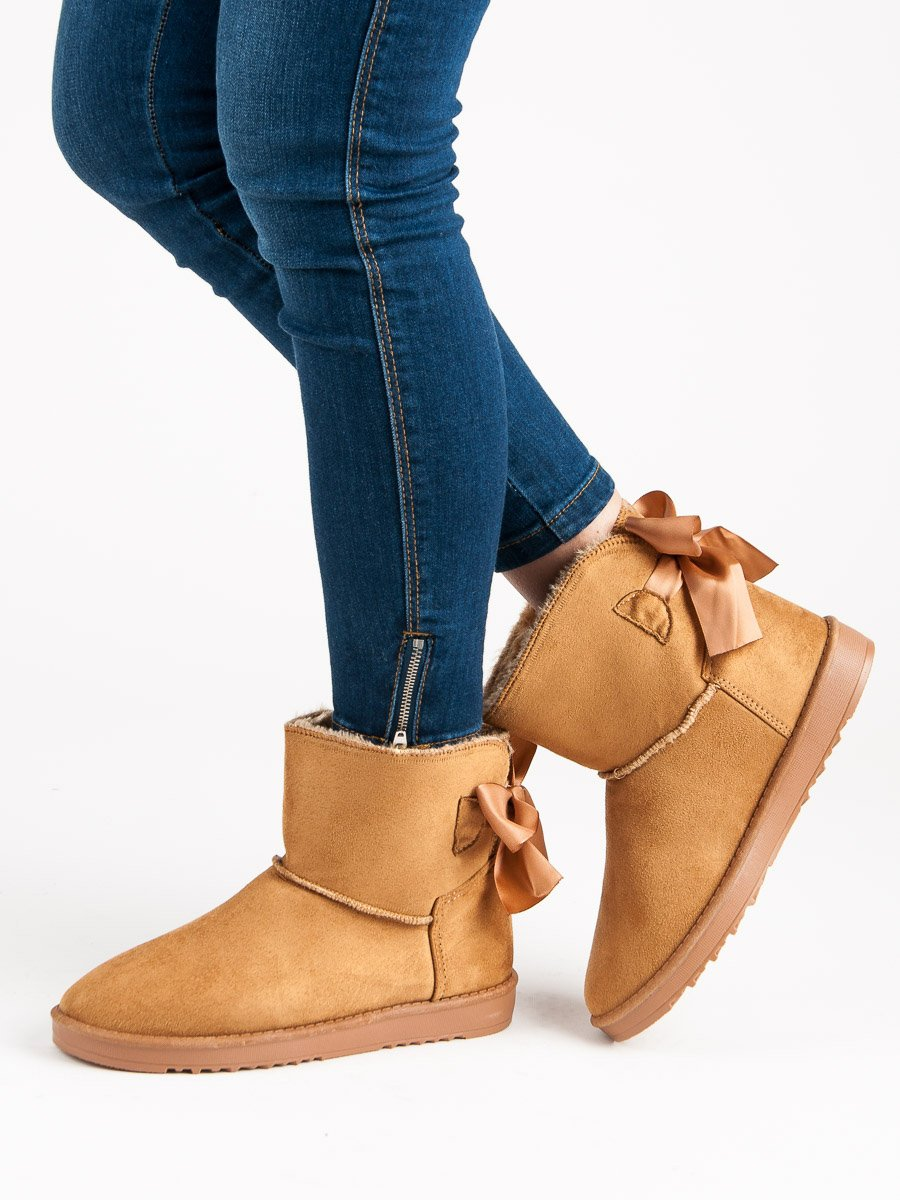 WINTER BOOTS WITH A BOW